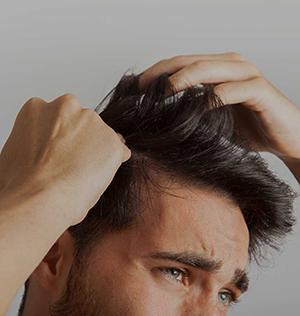 wypadanie włosów kto leczy
